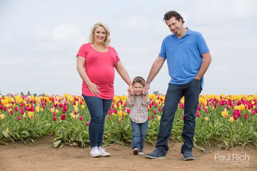 Wooden-Shoe-Tulip-Farm-Maternity-Session-01